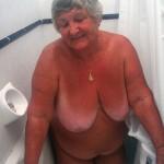 Grandma masturbates in the bath