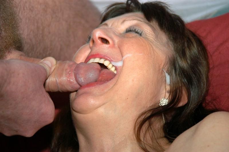 гладает сперму мама