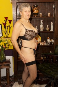 Hot mature milf does erotic striptease