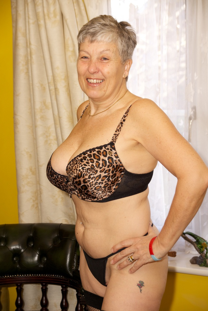 Live mature striptease