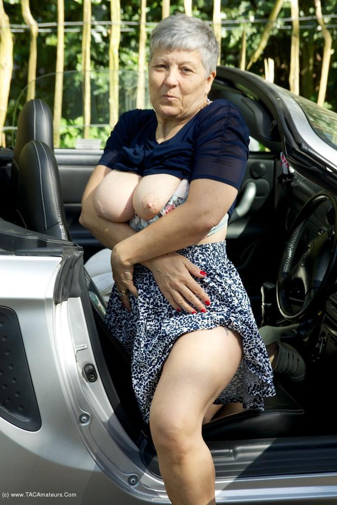 Homemade car sex Porn Videos - EMPFLIX